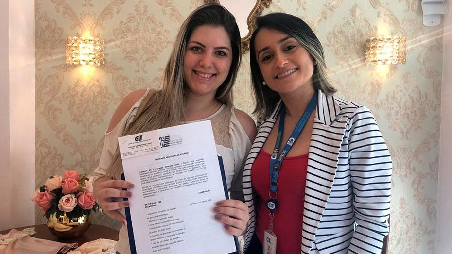 Estagiária Viviane Lira Monte e a Consultora Samila Lopes