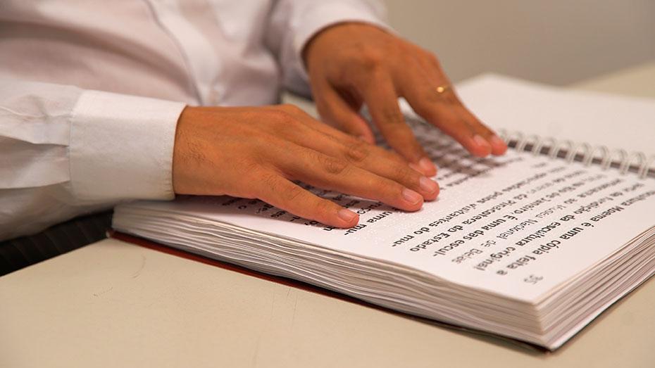 Dia mundial do Braille Luciano Barbosa do Inclui CIEE