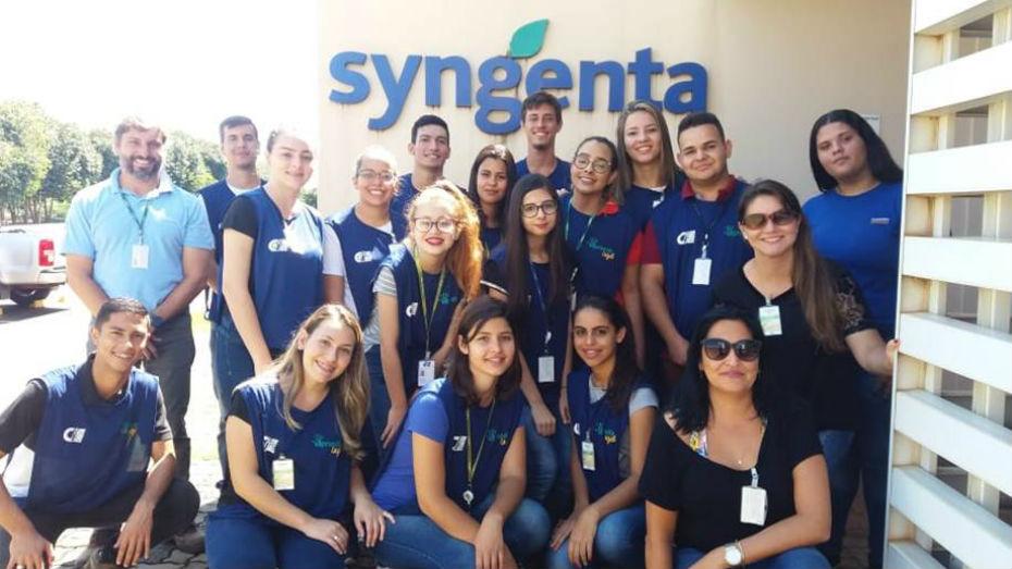 Em Itapolis no interior paulista turma de aprendizes faz visita tecnica para Empresa Syngenta