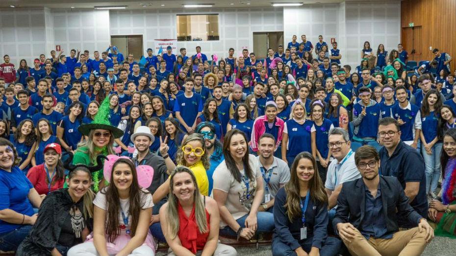 Equipe Goinia e aprendizes durante a edio 2019 da semana comemorativa