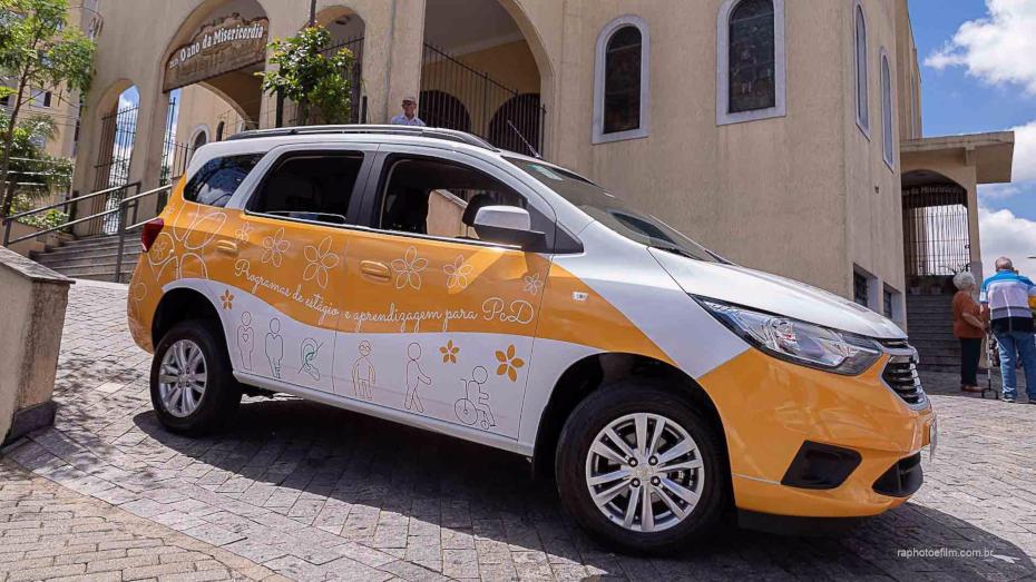 Automóvel estilizado do Inclui CIEE