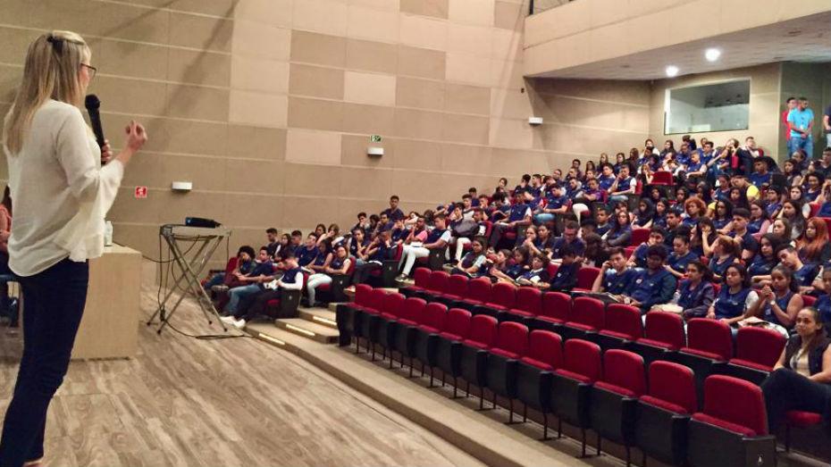 Palestra sobre empregabilidade para aprendizes da zona leste de SP