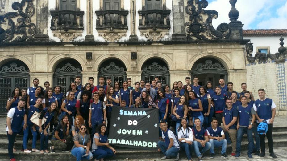 Turma de Comércio e Varejo em frente a Igreja São Francisco em João Pessoa
