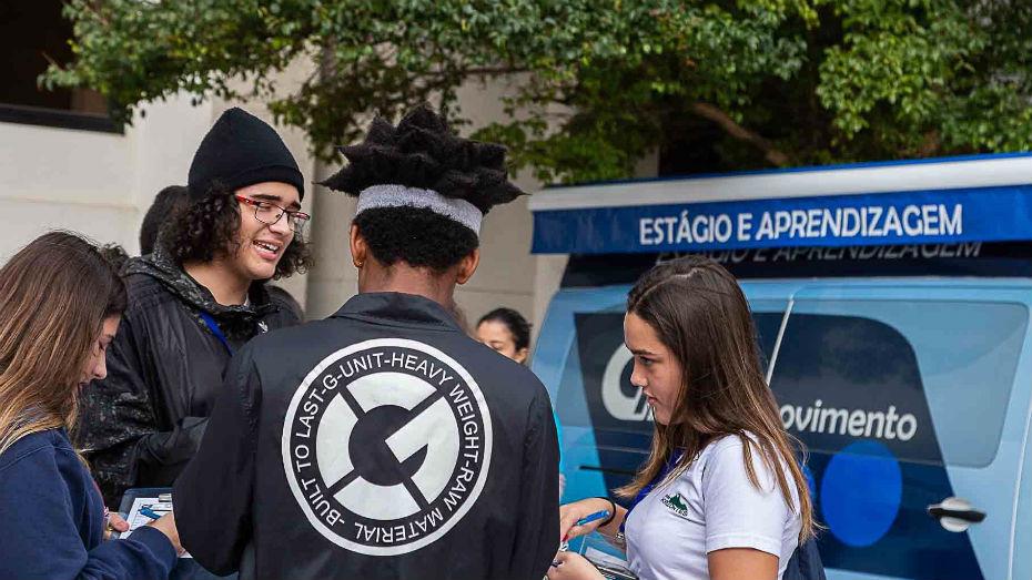 Alunos de ensino médio conhecem programas do CIEE em ação na FAAP