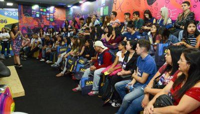 Platéia lotada de estudantes na EXPO CIEE