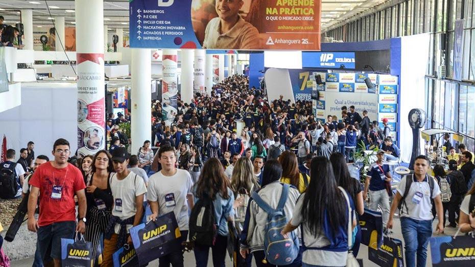 Público circula pelo Pavilhão da Bienal do Ibirapuera na EXPO CIEE 2019