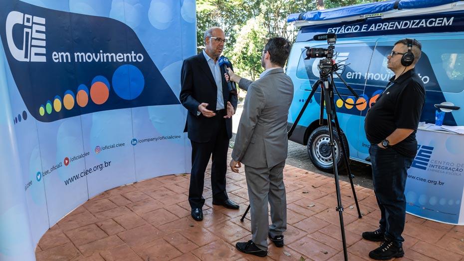TV CIEE aproveita o cenário para gravar a reportagem sobre o evento.