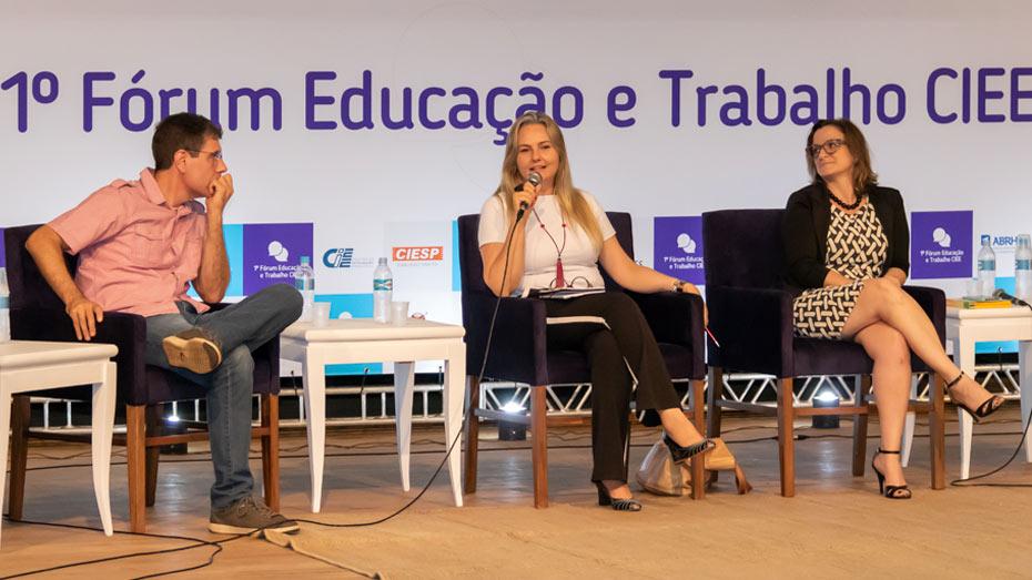 Segundo painel: Daniel Santos, coordenador do Lepes - FEA/USP, Carmem Beatriz Neufeld, especialista em terapia cognitivo-comportamental em grupos; e Fabiana Maris Versuti, docente do programa de pós- graduação em Psicobiologia da USP/Ribeirão Preto.