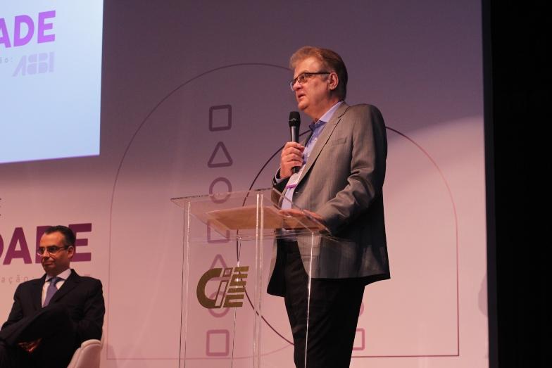 Humberto Casagrande superintendente geral do CIEE em abertura do fórum