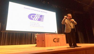 João Yamase em palestra sobre custos e formação de preços no CIEE