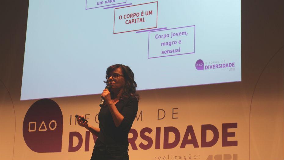 Miriam Goldberg em palestra sobre envelhecimento no CIEE