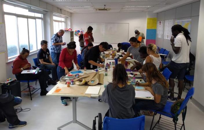 Conviventes do Espaço de Cidadania participam de atividade na Rua Xavier de Toledo, no Centro de SP