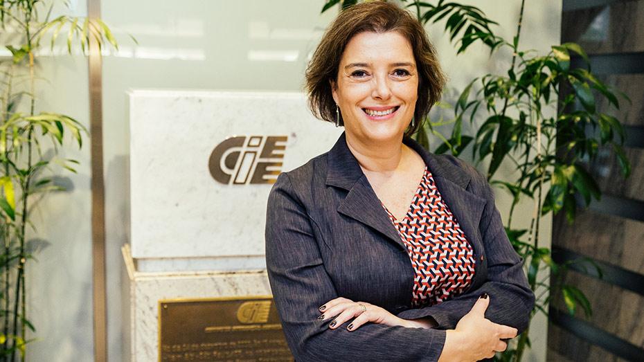 Andrea Medina na sede do CIEE em São Paul