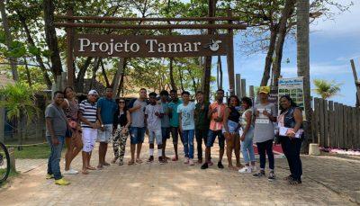 Jovens do Espaço de Cidadania visitam Projeto Tamar, em Salvador