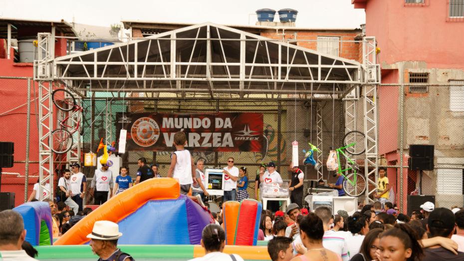 Moradores de Paraisópolis, SP, recebem orientações sobre estágio e aprendizagem