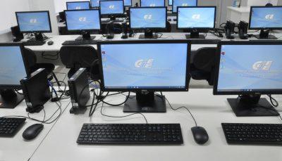 Computadores disponibilizados pelo CIEE no Espaço de Cidadania, no Centro de São Paulo