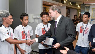 Dias Toffoli se encontra com aprendizes no Centro-Oeste