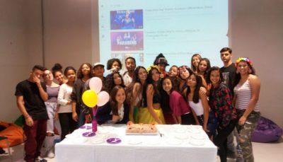Jovens participam de atividade no Espaço de Cidadania do Grajaú, em São Paulo