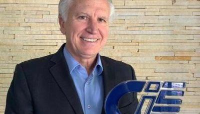 Hilgo Gonçalves com Troféu CIEE
