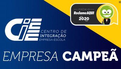 Arte com o logo do CIEE e do Prêmio Reclame Aqui 2020 com a frase empresa campeã